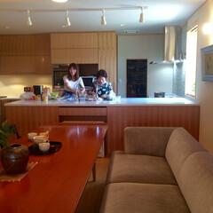 ダイニングキッチン/リフォーム/造付け家具/断熱施工/結露対策 奥さまとご長男のお嫁さん。元々、キッチン…