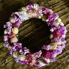 ヘリクリサム/千日紅/花材消費/ドライフラワーリース/リミアな暮らし/雑貨/... 花材消費も兼ねてリースを作りました。 息…