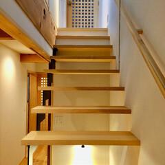 自然素材の家/ソーラーシステムそよ風/床暖房/鉄骨階段/無垢の段板/無垢の手すり/... 小さいお子さんでもゆったり昇降できるオー…