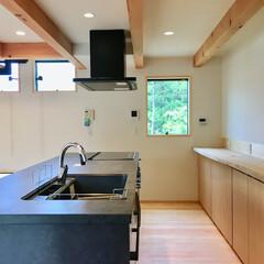 自然素材の家/ソーラーシステムそよ風/薪ストーブ/土間/リビング吹き抜け/土間吹き抜け/... 土間に薪ストーブがある自然素材の家のアイ…