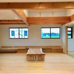 自然素材の家/2階リビング/造作テレビ台/書斎コーナー/在宅ワークスペース/無垢テーブル/... 太陽熱で床暖房するソーラーシステムそよ風…