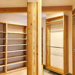 自然素材の家/ソーラーシステムそよ風/床暖房/湿気対策/シューズクローゼット/シューズクローク/... 玄関続きのウォークインクローゼット   …