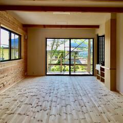 自然素材の家/屋根付きウッドデッキ/珪藻土/パインフローリング/造り付け収納家具/平家の別荘/... 自然素材で建てた富士山一望の屋根付きウッ…