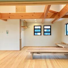 自然素材の家/造作テレビ台/造作カウンター収納/リビング書斎コーナー/在宅ワークスペース/リモートワークスペース/... 自然素材で建てた2階リビングのソーラーシ…