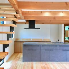 階段/階段室/リビング鉄骨階段/鉄骨階段/階段手すり/自然素材の家/... 土間に薪ストーブがある自然素材の家のアイ…
