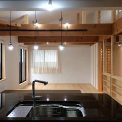 2階リビング/自然素材の家/ソーラーシステムそよ風の家/畳ベンチ/無垢テーブル/ヒノキフローリング/... 2階リビングのソーラーシステムそよ風の自…