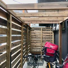 サイクルポート/自転車置き場/屋根付き自転車置き場/木製サイクルポート/自然素材の家/ソーラーシステムそよ風/... 木で作った透明屋根のサイクルポート。  …
