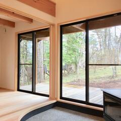 自然素材の家/平家の自然素材の家/ソーラーシステムそよ風/屋根付きウッドデッキ/土間/薪ストーブ/... 山中湖畔別荘地のソーラーシステムで建てた…