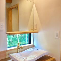 自然素材の家/ソーラーシステムそよ風/土間/薪ストーブ/富士山一望/造作洗面化粧台/... 富士山一望の土間に薪ストーブがある自然素…