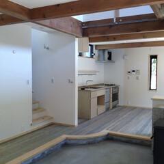 自然素材の家/ソーラーシステムそよ風/土間/薪ストーブ/床暖房/土間リビング/... 自然素材で建てたビルトインガレージと吹き…