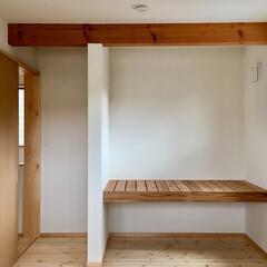 自然素材の家/寝室/珪藻土/パインフローリング/押し入れ/無垢板 消臭調湿効果が高い珪藻土とパインフローリ…