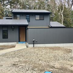 外壁/ガルバリウムの外壁/金属サイディング/中庭/目隠し塀/自然素材の家/... 外壁と同じメンテナンスが楽なガルバリウム…