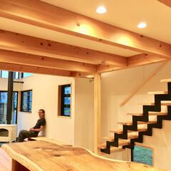 自然素材の家/ソーラーシステムそよ風/土間/薪ストーブ/無垢テーブル/無垢ダイニングテーブル/... 土間に薪ストーブがある自然素材で建てたソ…