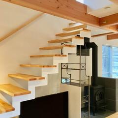 デザイン階段/リビング階段/リビング鉄骨階段/鉄骨階段/オープン階段/スケルトン階段/... 仙石原別荘地に建つ薪ストーブがある自然素…