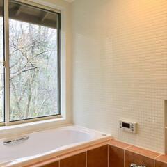 在来浴室/浴室/バス/タイル貼り浴室/浴室防水/2階浴室/... 2階の外を見ながら入浴できるタイル張りの…