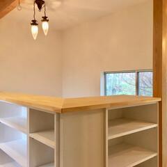 階段/階段吹き抜け/2階ホール/吹き抜けてすり/手すり兼収納/在宅ワークスペース/... 造り付けで作成したリビング階段・吹き抜け…