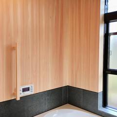 自然素材の家/平家の自然素材の家/ソーラーシステムそよ風/浴室床暖房/在来浴室/天然石貼り浴室/... 山中湖畔別荘地に建つ太陽熱で床暖房するソ…