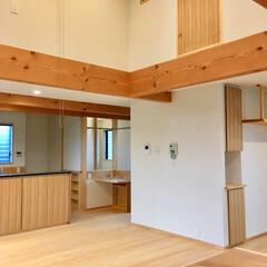 自然素材の家/2階リビング/リビング収納/吹き抜け/リビング吹き抜け/造作キッチン/... ロフトがある吹き抜けの2階リビングの家 …