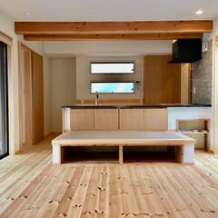 自然素材の家/中庭/バックヤード/造り付けダイニング畳ベンチ/無垢ダイニングテーブル/畳ベンチ/... 気兼ねなくアウトドアライフを楽しめる中庭…