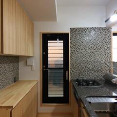 御影石キッチン/造り付けキッチン/造作キッチン/グリーン排気/ミーレ食洗機/造り付けダイニングベンチ/... 自然素材で建てたソーラーシステムそよ風の…