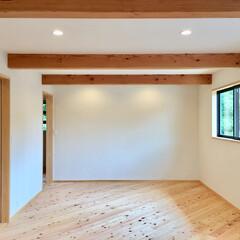 自然素材の家/土間/薪ストーブ/ソーラーシステムそよ風/ウッドデッキ/アイランドキッチン/... 富士山一望の土間に薪ストーブがある自然素…