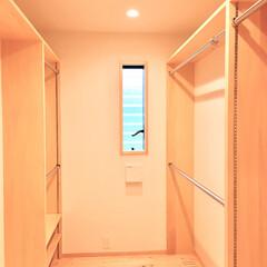 自然素材の家/ソーラーシステムそよ風/ウォークインクローゼット/クローゼット/納戸/ウォークインクローゼット 収納/... 自然素材で建てた2階リビングの家のウォー…