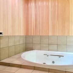 浴室/浴室床暖房/バスルーム/在来浴室/浴室防水/浴室勝手口/... 冬でも床暖房で暖かい大型の浴槽を設置した…