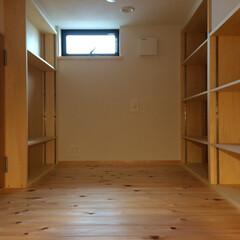 書斎/自然素材の家/テレワークコーナー/テレワークスペース/リモートワークスペース/在宅ワークコーナー/... KDKと家事コーナーに隣接した書斎のロフ…