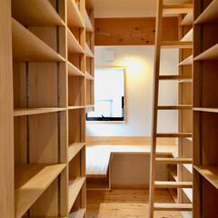 在宅勤務/テレワーク/リモートワーク/フリーランス/ミニマリスト/書斎/... 在宅ワークスペースの書斎です。  コの字…