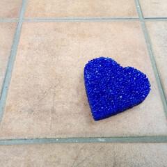 瑠璃色/リンクストーン/クラッシュガラス/小物/雑貨/大津市 玄関アプローチなどの舗装材料でハートの小…