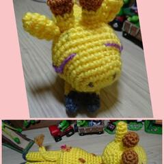 おしりに/桜/寝てる/キリン/編みぐるみ/ハンドメイド キリン。寝てます(笑) 先に顔を作ったら…