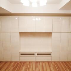 壁面収納/AV収納/木目柄/艶あり 個人邸の壁面家具を製作しました。 扉の角…