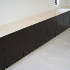 収納棚/間接照明/壁固定 下部に間接照明を取り付けた収納棚です。(1枚目)