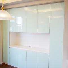 TV収納棚/ガラス扉/カラーガラス TV壁面収納を製作しました。 扉にカラー…