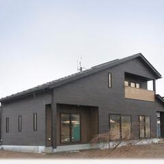 完成見学会/オープンハウス/大屋根/岩手県/北上市/住まい/... 片流れのダイナミックな屋根が目を引くダー…(1枚目)