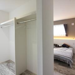 寝室/クローセット/WIC/ベッド/1階寝室/2階リビング/... 狭小地を活かしたビルトインガレージハウス…