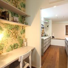ママコーナー/家事室/キッチン/パントリー/食品庫/家事スペース ママコーナー。 キッチン脇の食品庫に向い…