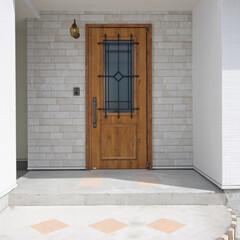 タイル/玄関/玄関ドア/木製ドア/照明/玄関ポーチ/... 3/23(土)24(日)は、一関市豊町に…