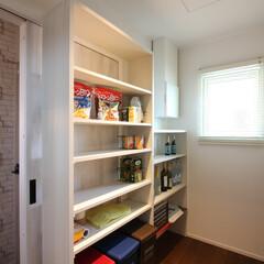 食品庫/パントリー/可動棚/収納庫/棚板/おしゃれ/... 食品庫 しまうものに合わせて棚の高さを調…(1枚目)