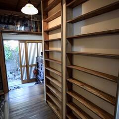本棚/ラーチ合板/リノベーション/造作家具/リフォーム/DIY/... ラーチ合板で作った本棚 壁厚内に納めた造…