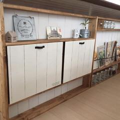 キッチンカウンター下収納/ブックスタンド/DIY/収納の工夫/部屋作り(部屋づくり)/100均/... キッチンカウンター下に棚を作りました。 …