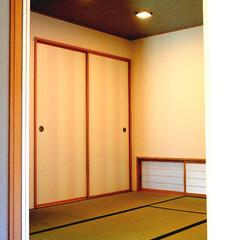 和室/床上げ 和室といえば 近年はライト色、ダーク色が…