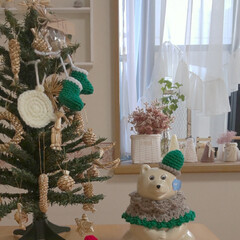 ナチュラルクリスマス/かぎ針編み/我が家のテーブル/リミアな暮らし/雑貨/ハンドメイド/... 赤い毛糸が無くなったのでグレーと緑でケー…