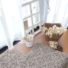 かぎ針編み/作業部屋にて/かぎ針編みのモチーフ/窓枠風/出窓のある暮らし/インテリア 作業部屋でモチーフ編み編み💕