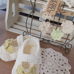 ホワイトインテリア/かぎ針編みのベビーシューズ/かぎ針編みのモチーフ/出窓のある暮らし/インテリア 曇りの朝の出窓です✨