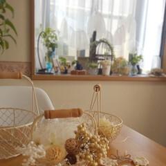 かぎ針編みのモチーフ/フェイクフラワーアレンジ/ワイヤーかごが好き/朝のダイニングテーブル/インテリア 朝のダイニング✨  やっぱりワイヤーかご…