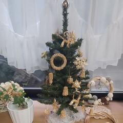 出窓のある暮らし/ストローオーナメント/クリスマスツリー/ハンドメイド/雑貨/インテリア/... 雨の朝の出窓のようすです✨   コンパク…