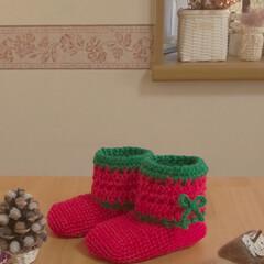 クリスマス/ブーツ型靴下/雑貨/ハンドメイド/住まい/暮らし/... ブーツ型の靴下クリスマスバージョンを編み…