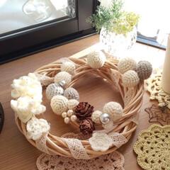 リース作り/今朝の出窓/ナチュラルインテリア/手芸/セリア/インテリア/... 昨冬に作った毛糸の小花のリースと 重ねて…