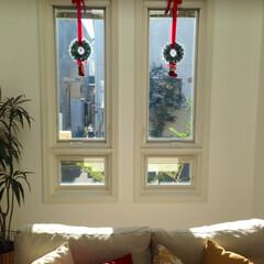 クリスマス/飾り/クリスマスデコレーション/100均/簡単DIY/DIY リースにリボンを掛けただけのクリスマス飾…